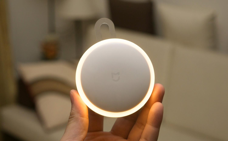 Chia sẻ về đèn tự sáng khi có chuyển động của Xiaomi: giá chỉ 200k, màu đèn  đẹp sang, không cần điện | Tinh tế